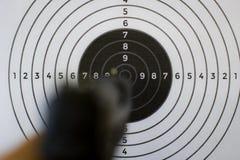 Pistole und Ziel Stockfoto