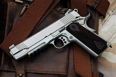 Pistolecik, półautomatyczny zdjęcia stock