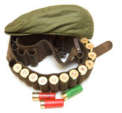 Pistolenhalfterjäger mit Schrotflintekassetten Lizenzfreie Stockfotos
