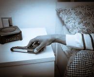 Pistolet au prêt pour la protection et sécurité Photographie stock