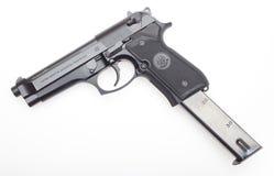 Pistolet avec la revue étendue Images stock