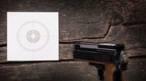 Pistolet, cible, vue arrière, grain Photographie stock libre de droits