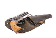Pistolet de vintage sur un étui d'isolement sur le blanc Photo stock