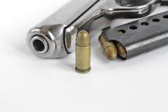 Pistolet et munitions Images libres de droits