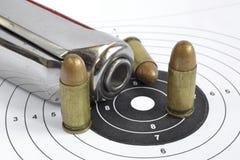 Pistolet et munitions Photos stock