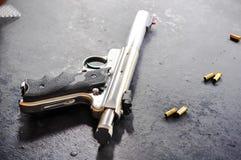 Pistolet i krew obrazy royalty free