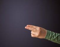 Pistolet kształtująca kobiety ręka Zdjęcie Royalty Free