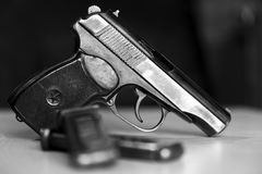 Pistolet militaire de combat de waepon en noir et blanc Photo stock