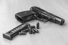 Pistolet militaire de combat de waepon en noir et blanc Photos stock