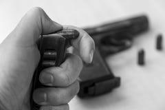 Pistolet militaire de combat de waepon en noir et blanc Photographie stock