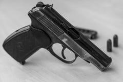 Pistolet militaire de combat de waepon en noir et blanc Photos libres de droits