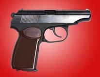 Pistolet soviétique au-dessus de fond rouge Photos stock