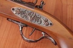 Pistolets de vintage sur le fond en bois Photographie stock libre de droits