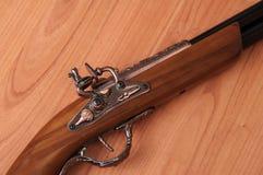 Pistolets de vintage sur le fond en bois Photo libre de droits