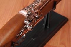 Pistolets de vintage sur le fond en bois Photographie stock