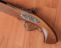 Pistolets de vintage sur le fond en bois Image libre de droits