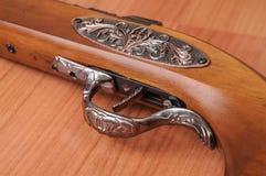 Pistolets de vintage sur le fond en bois Photos stock