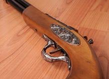Pistolets de vintage sur le fond en bois Image stock