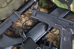 Pistolety - bronie - Tropić zdjęcie royalty free