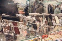 Pistolety na okno sklep obraz royalty free