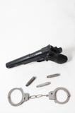 Pistolvapen och handbojor Royaltyfria Bilder