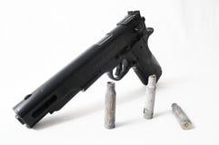 Pistolvapen och kulor Royaltyfri Fotografi