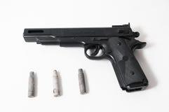 Pistolvapen och kulor Royaltyfri Foto