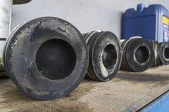Pistons de véhicule à moteur - pièces de voiture photographie stock libre de droits