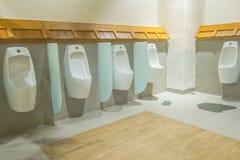 Pisuary w toalecie zdjęcie royalty free