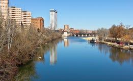 Pisuerga Fluss in Valladolid Stockbild