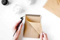 Pisze biuro w pisarskim pojęciu na biurka tła odgórnym widoku Zdjęcia Royalty Free
