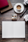 Pisze biuro w pisarskim pojęciu na biurka tła odgórnym widoku Zdjęcie Royalty Free