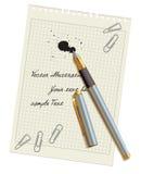 Pisze i zaplamia na pustym prześcieradle papier Fotografia Stock