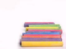 Pisze kredą w różnorodność kolorach zdjęcie royalty free
