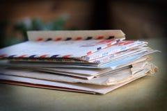 pisze list starą stertę Obrazy Royalty Free