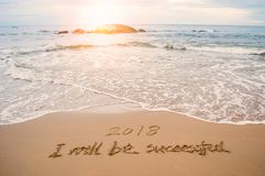 pisze mnie będzie pomyślny 2018 na plaży obrazy stock