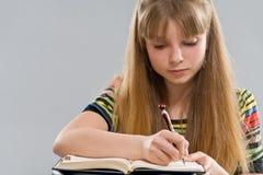 Pisze puszku notepad nastolatek dziewczyna obrazy stock
