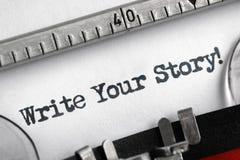 Pisze twój opowieści pisać na maszyna do pisania obrazy stock