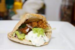 Pita με τη σάλτσα κοτόπουλου και σκόρδου Στοκ φωτογραφίες με δικαίωμα ελεύθερης χρήσης