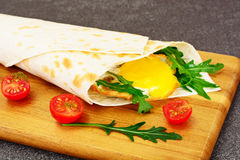 Pita Bread with Arugula and Fried Egg Stock Photography