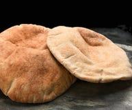 Pita Bread en pizarra Fotos de archivo libres de regalías