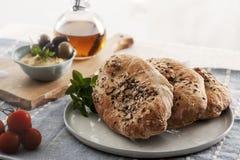 Pita Bread med frö och hummus Royaltyfria Foton