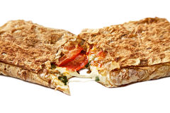 Pita chleb z mozzarellą, salami. Fotografia Stock
