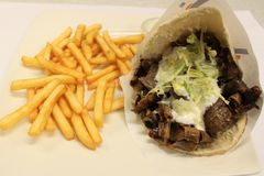 Pita doner mięsa menu Turecki kebabu menu Słuzyć na talerzu Zdjęcia Stock