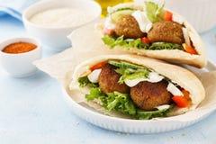 Pita vegetariana sana del falafel con gli ortaggi freschi fotografia stock