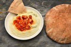 Pita y Edamame Hummus Fotos de archivo libres de regalías