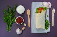 Pita z warzywami na stole Fotografia Royalty Free
