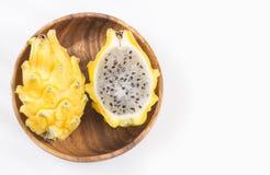 Pitahaya ou fruit du dragon jaune sur le fond blanc - megalanthus de Selenicereus Photographie stock libre de droits