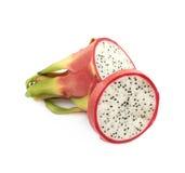Pitaya découpé en tranches de fruit du dragon d'isolement Photo stock