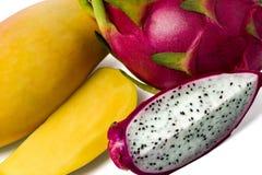 Pitaya i mangowe owoc Całe owoc i plasterki zdjęcia royalty free